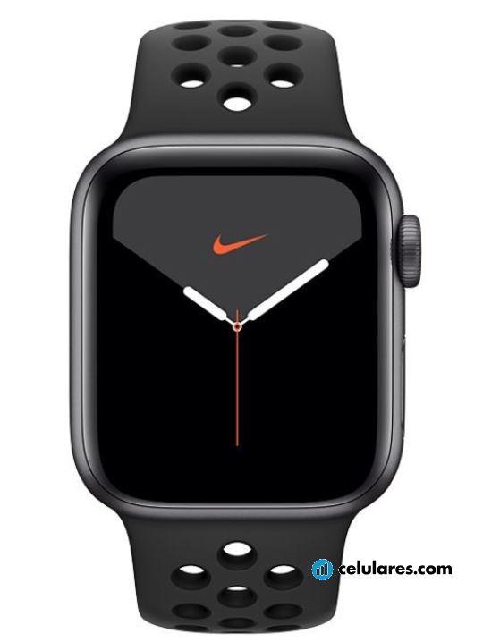 Fotografía grande Varias vistas del Apple Watch Series 5 40mm Prata y Branco y Cinza Espacial y Dourado y Preto y Titânio. En la pantalla se muestra Varias vistas